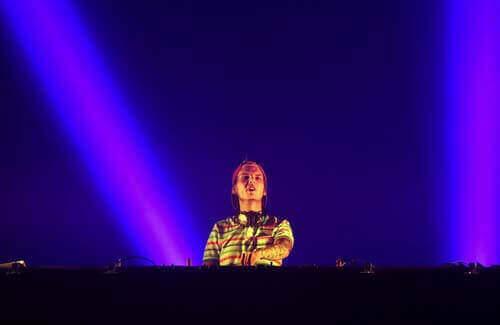 Czemu zmarł Avicii? Przyczyna śmierci znanego producenta muzyki